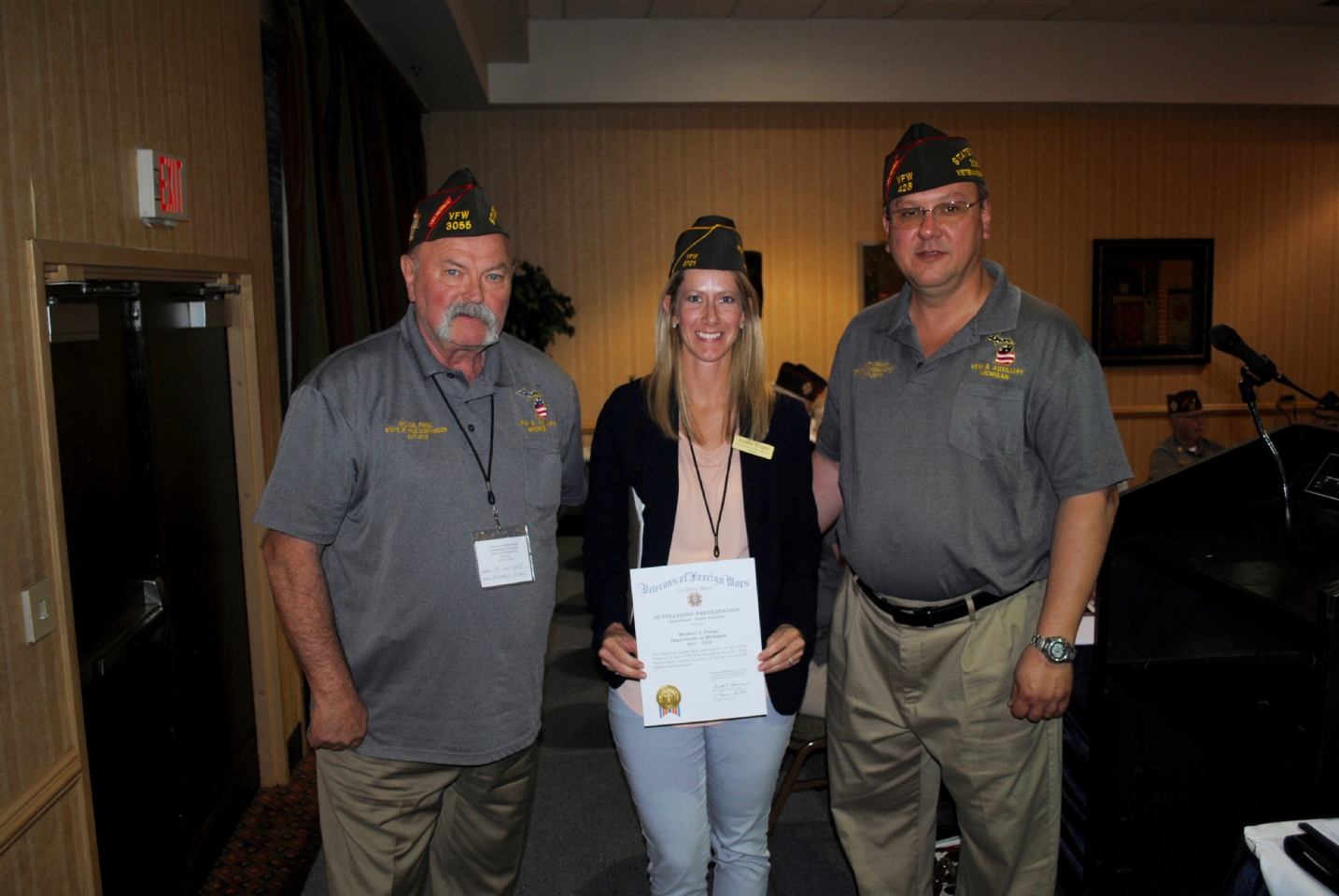 Jessica Wright (c.) presents the Safety Award to Mike Fineis for Outstanding Participation (l.) Matt David (r.).